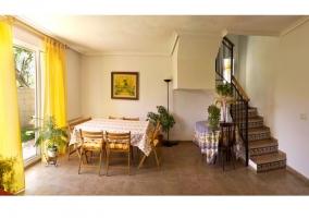 Salón de la casa rural con sillones