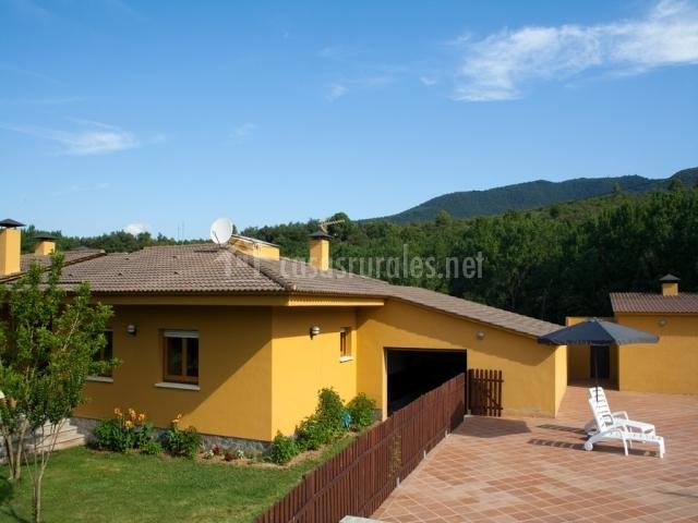 La roureda casas rurales en sant marti de llemena girona for Piscina jardin girona