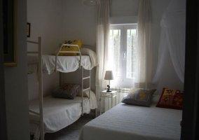 Dormitorio para cuatro personas