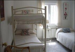 Dormitorio triple de la casa muy luminoso