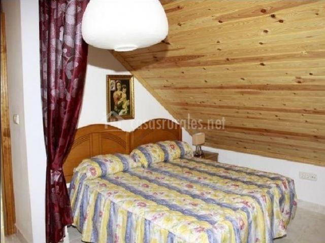 Dormitorio doble en madera