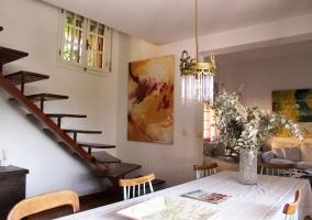 Comedor y escaleras