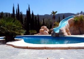 Casita de montaña con piscina