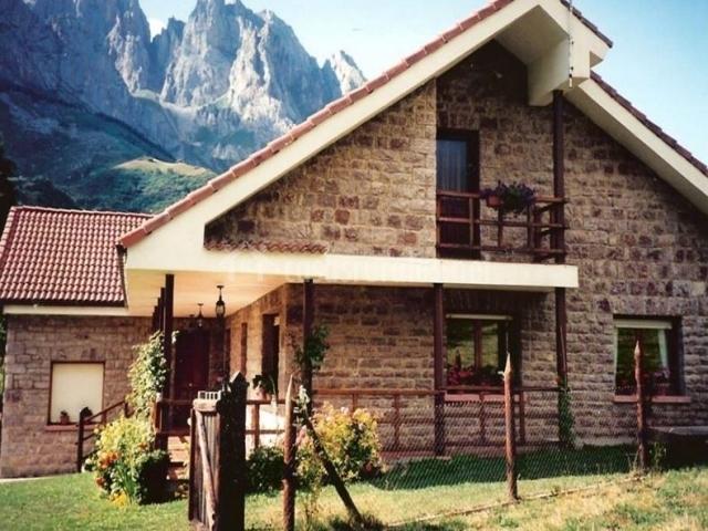 Casa rural llambri n en posada de valdeon le n - Casas con buhardilla ...