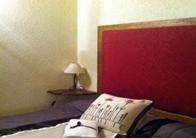 Habitación con cama de matrimonio