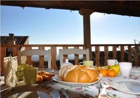 Desayuno en la terraza con vistas