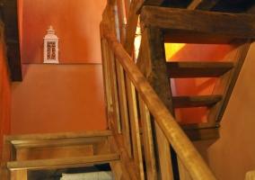 Escaleras de madera en el interior