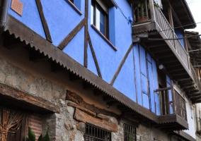 Fachada azul de piedra