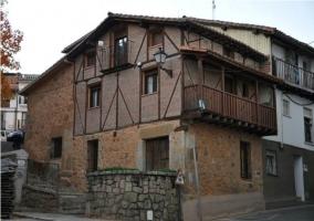Pueblo con casas de vigas vistas