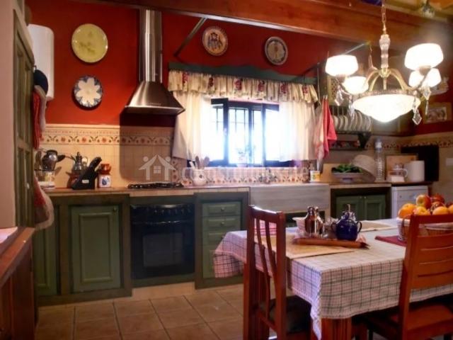Casa acogedora alborada en almodovar del rio c rdoba for Muebles cocina completa