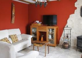 Salón con sofás en color blanco