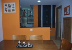 Dormitorio de matrimonio con espejo