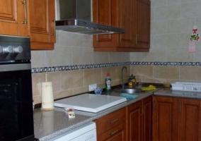 Cocina con horno y lavavjillas