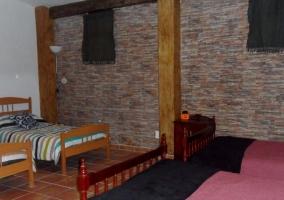 Dormitorio cuádruple con camas separadas
