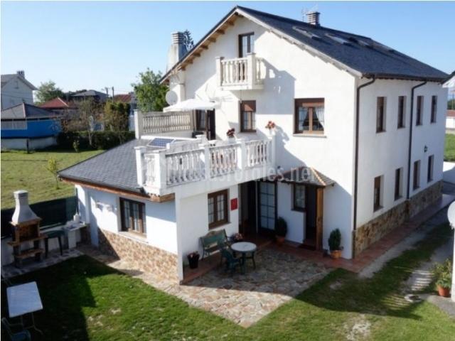 Casa ina apartamentos rurales en cadavedo asturias for Casas rurales en asturias con piscina climatizada