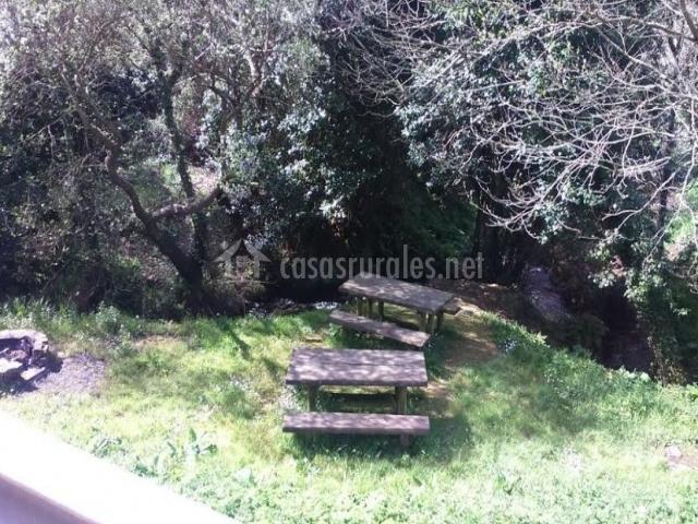 Espacios de ocio con mesa de madera