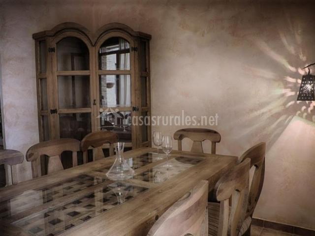 Comedor con sillas y mesas