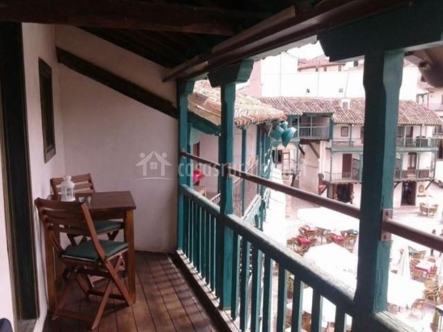 Vistas de la terraza con mesa y vistas