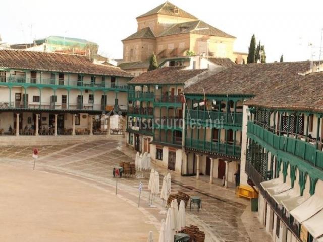 Zona centro con la plaza y sus balcones