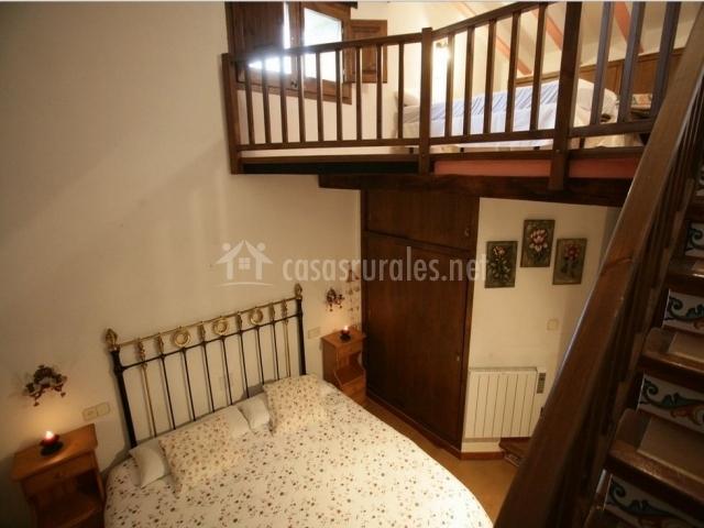 Can manyol en santa pau girona - Habitaciones con escaleras ...