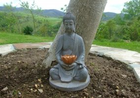 Detalle de la estatua de piedra en el exterior