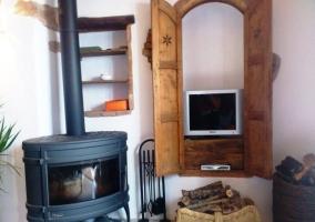 Acceso con puertas de madera y forja