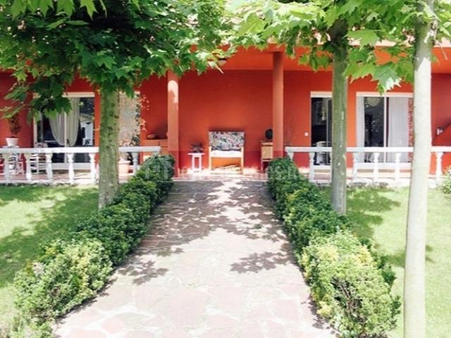 Casa larrate casas rurales en hornos de moncalvillo la for Jardines de azahar rioja