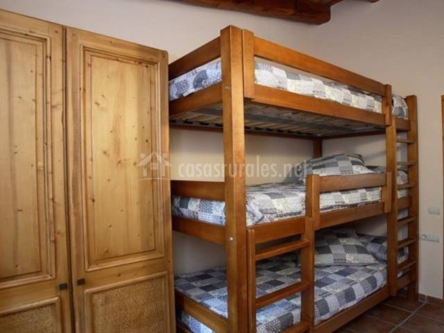 Triple litera con armario al lado