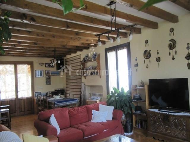 Altikarra i en undiano navarra for Sala de estar y comedor