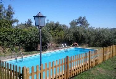 Casas rurales con piscina en hoyos for Casas rurales en badajoz con piscina