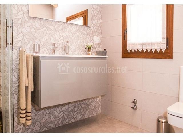 Casa rural gure txokoa en ollo navarra - Cuartos de bano con plato de ducha ...