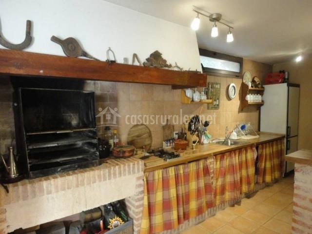 Los perales en navas de riofrio segovia - Cocinas de exterior con barbacoa ...