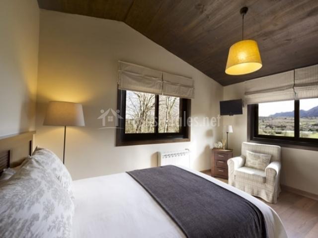 La calma cottage en junco asturias for Butacas habitacion matrimonio