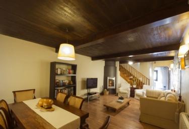 Casas rurales con chimenea en junco for Casa rural con chimenea asturias