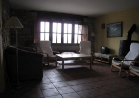 Sala de estar con cocina vista