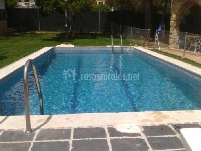 Alojamiento rural finca fuente vieja en ribatejada madrid for Bordillo piscina