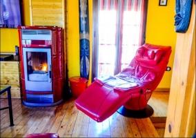 Chimenea y sofá de masaje