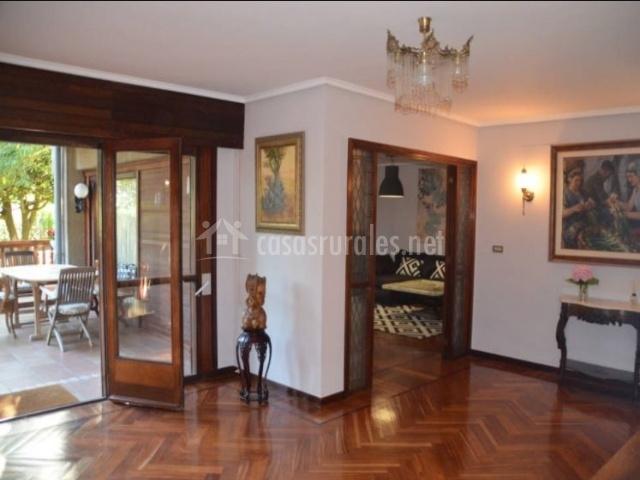 Sala de estar y suelos de madera