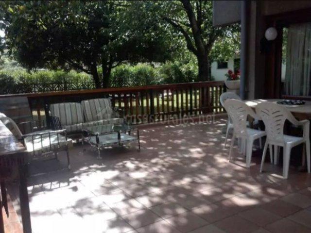 Vistas de la terraza con sillones