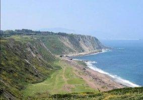 Zonas verdes con playas