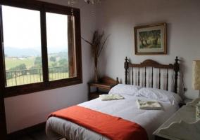 Habitación doble con manta naranja