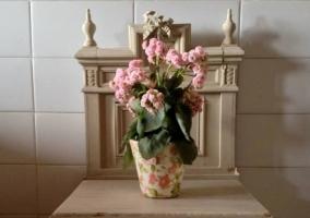 Cuarto de baño con flores