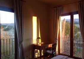 Dormitorio doble con balcones