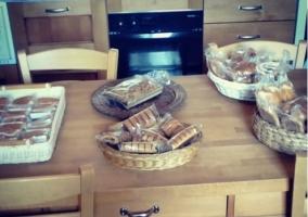 Mesa con desayuno listo