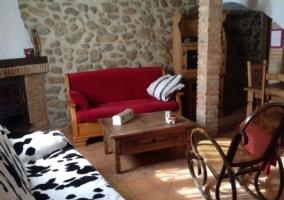 Sala de estar con dos sillones