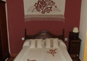 Dormitorio matrimonial granate