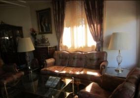 Sala de estar con sillones en cuero