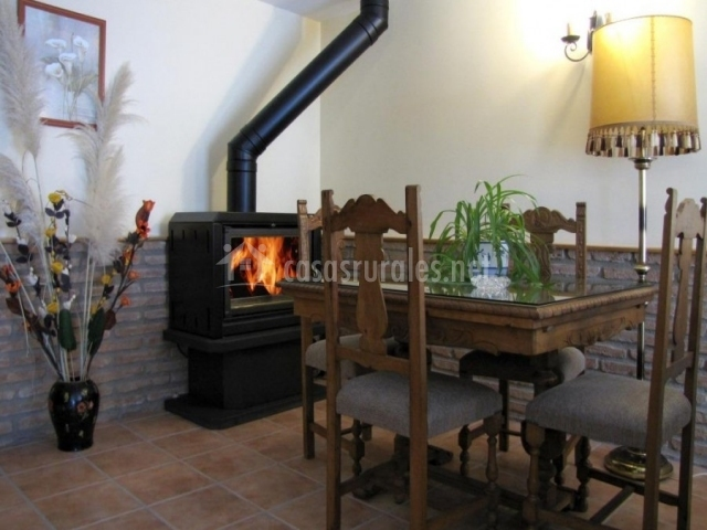 Casa servando en galdeano navarra for Comedor con chimenea
