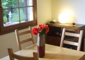 Mesa con centro de flores