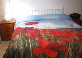 Dormitorio con amapolas